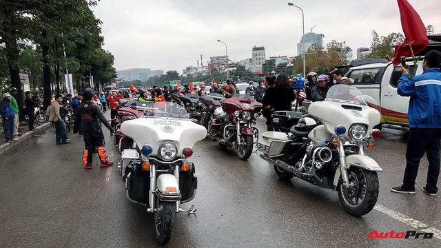 Hơn 60 xe Harley-Davidson tiền tỷ dẫn đoàn U23 Việt Nam tại Hà Nội - Ảnh 7.