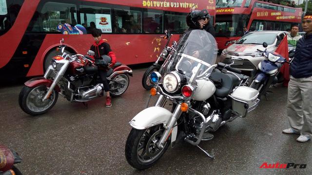Hơn 60 xe Harley-Davidson tiền tỷ dẫn đoàn U23 Việt Nam tại Hà Nội - Ảnh 2.