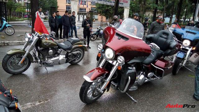 Hơn 60 xe Harley-Davidson tiền tỷ dẫn đoàn U23 Việt Nam tại Hà Nội - Ảnh 3.