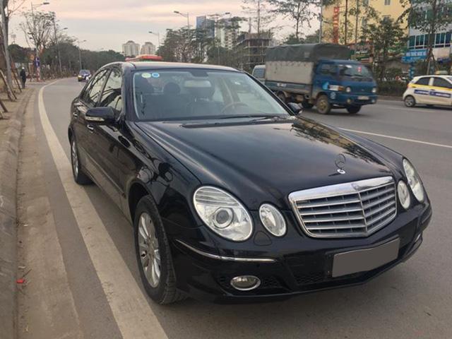 Từ 2 tỷ đồng, Mercedes-Benz E280 đời 2007 rao bán lại giá 500 triệu đồng - Ảnh 1.