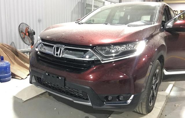 Vừa ra khỏi đại lý, chủ Honda CR-V 2018 đưa ngay xe đi độ đèn vì chưa hài lòng với ánh sáng - Ảnh 2.