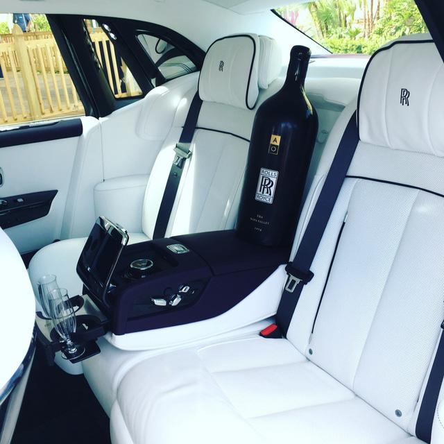Chiếc Rolls-Royce Phantom 2018 đặc biệt này được trả gấp rưỡi giá bán thực - Ảnh 4.