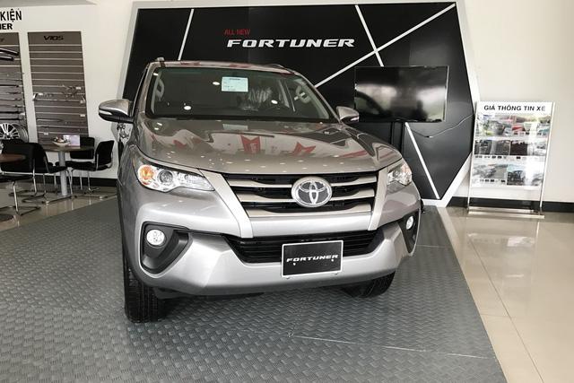Đại lý tiết lộ thời điểm bán Toyota Fortuner lắp ráp trong nước, hàng nhập vẫn sốt, giá cao - Ảnh 2.