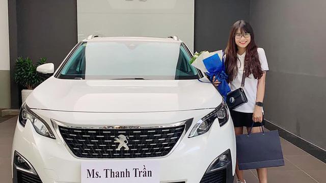 """Hot mom 1996 Thanh Trần khoe sắm Peugeot 3008 tiền tỷ biển đẹp nhưng ngày nhận xe """"cười ra nước mắt"""""""