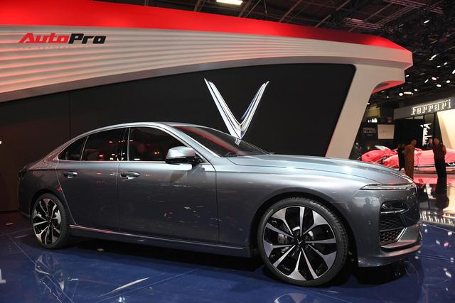 HOT: Chi tiết ngoại thất sedan VinFast LUX A2.0 vừa ra mắt hoành tráng tại Paris Motor Show 2018 - Ảnh 4.