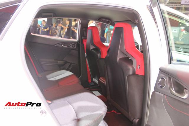 Chi tiết Honda Civic Type R - Hàng hot tiền tỷ cho người thích xe thể thao tại Việt Nam - Ảnh 4.