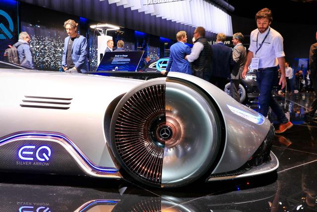 Mercedes Vision EQ Silver Arrow - Mũi tên bạc nước Đức sở hữu la-zăng 168 chấu kì dị nhất thế giới - Ảnh 3.