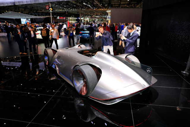 Mercedes Vision EQ Silver Arrow - Mũi tên bạc nước Đức sở hữu la-zăng 168 chấu kì dị nhất thế giới - Ảnh 2.