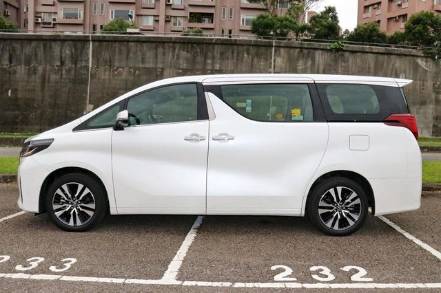 Chuyên cơ mặt đất Toyota Alphard nâng cấp tại Việt Nam, giá tăng hơn 500 triệu đồng - Ảnh 6.