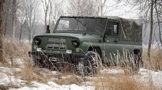 Ngắm xe địa hình quân sự dùng cầu xe Ford Explorer giống hệt UAZ huyền thoại