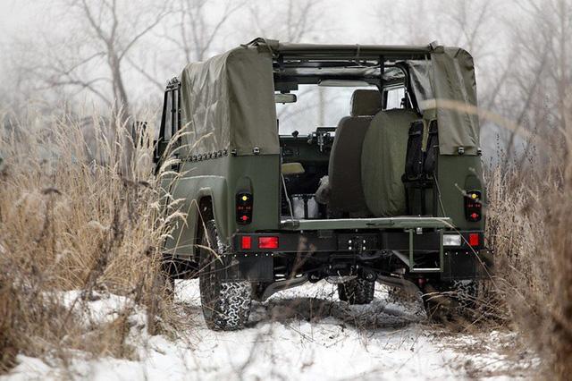 Ngắm xe địa hình quân sự dùng cầu xe Ford Explorer giống hệt UAZ huyền thoại - Ảnh 2.