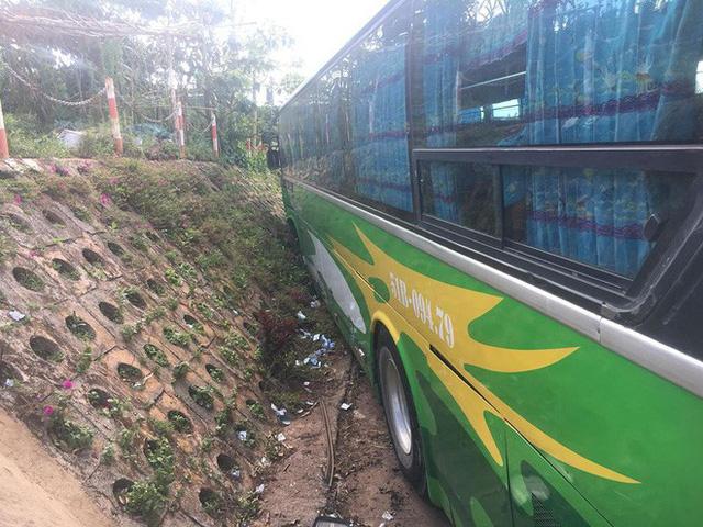 Gây tai nạn, tài xế bỏ ghế lái, hành khách lớn tuổi nhảy lên ôm vô-lăng cứu 30 mạng người - Ảnh 4.