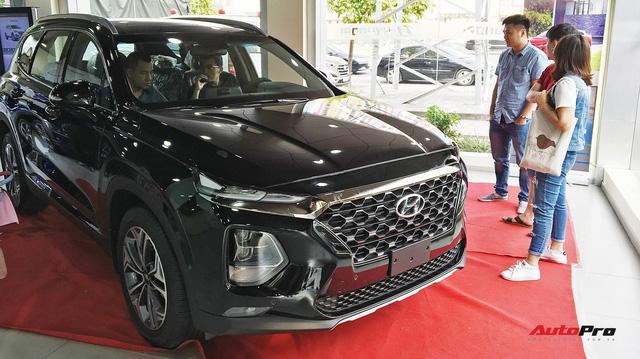 Tâm sự của khách hàng Việt vẫn chấp nhận mua Hyundai Santa Fe 2019 bia kèm lạc cả trăm triệu - Ảnh 1.