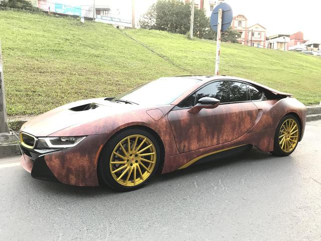Siêu xe BMW i8 gỉ sét mang vành vàng độc nhất Việt Nam - Ảnh 1.