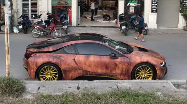 Siêu xe BMW i8 gỉ sét mang vành vàng độc nhất Việt Nam