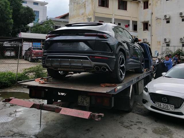 Minh nhựa mua Lamborghini Urus màu trắng còn chiếc màu xám về tay đại gia Nha Trang? - Ảnh 1.