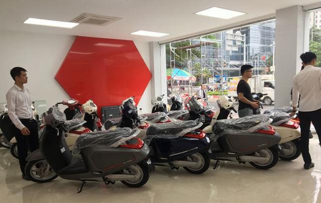 Xe máy điện VinFast Klara đã tới đại lý ở Hà Nội - Ảnh 1.