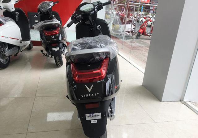 Xe máy điện VinFast Klara đã tới đại lý ở Hà Nội - Ảnh 4.