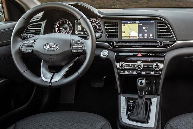 Toyota Corolla Altis vs Honda Civic vs Hyundai Elantra sắp bán: Cuộc đấu ở nửa dưới trong thời Mazda3 làm vua - Ảnh 6.