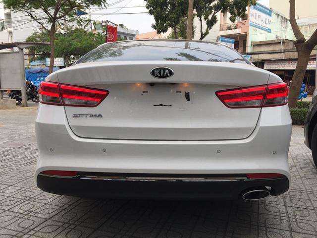 Kia Optima giảm giá gần 40 triệu đồng tại đại lý: Cạnh tranh Toyota Camry bằng giá hạng C - Ảnh 2.