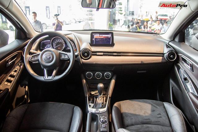 Đánh giá nhanh Mazda2 2018: Nước sơn mới đẹp, nội thất cao cấp bậc nhất phân khúc - Ảnh 8.