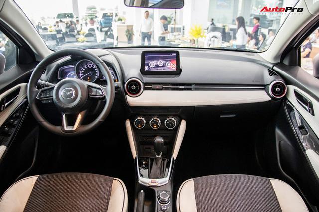 Đánh giá nhanh Mazda2 2018: Nước sơn mới đẹp, nội thất cao cấp bậc nhất phân khúc - Ảnh 9.