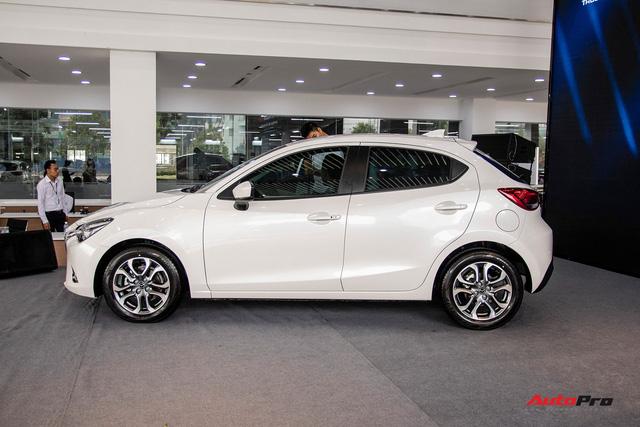 Đánh giá nhanh Mazda2 2018: Nước sơn mới đẹp, nội thất cao cấp bậc nhất phân khúc - Ảnh 6.