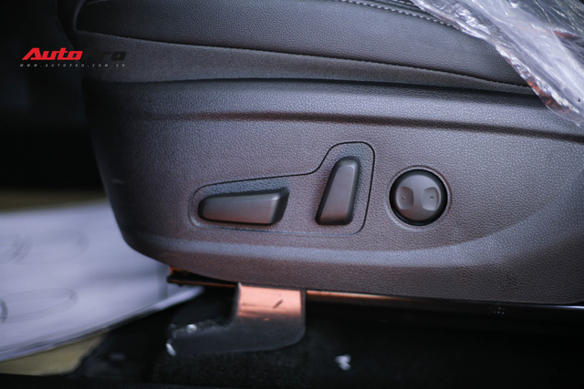 Chi tiết Hyundai Santa Fe 2019 bản cao nhất với giá dự kiến 1,3 tỷ đồng tại đại lý - Ảnh 9.