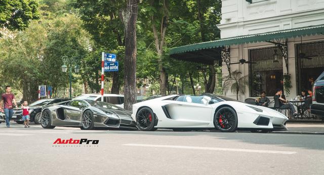 Cặp đôi Lamborghini Aventador Roadster khuấy đảo Hà Nội - Ảnh 11.