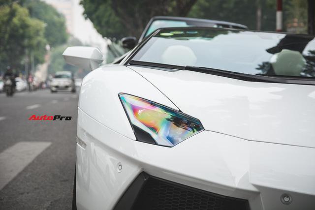 Cặp đôi Lamborghini Aventador Roadster khuấy đảo Hà Nội - Ảnh 2.