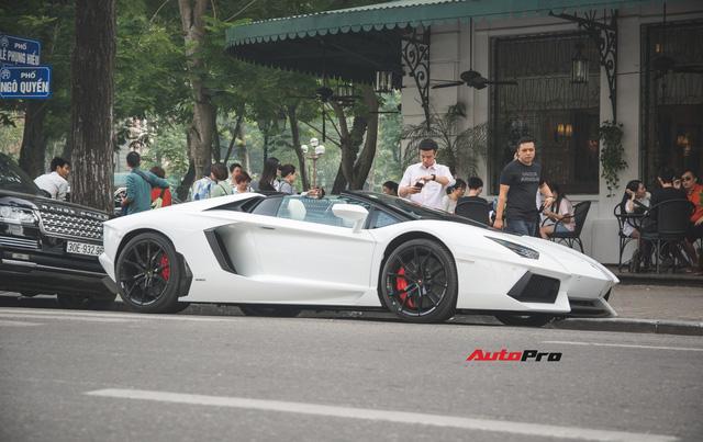 Cặp đôi Lamborghini Aventador Roadster khuấy đảo Hà Nội - Ảnh 1.