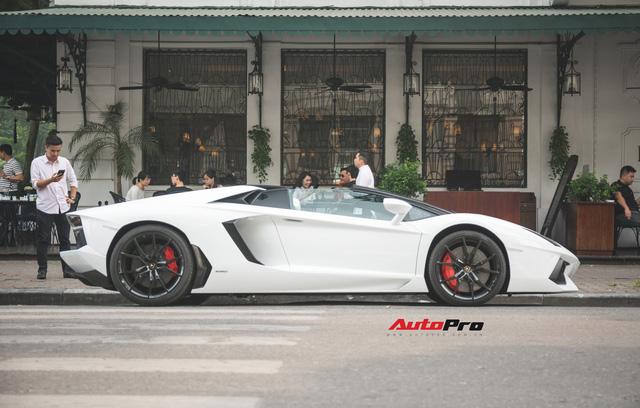 Cặp đôi Lamborghini Aventador Roadster khuấy đảo Hà Nội - Ảnh 3.