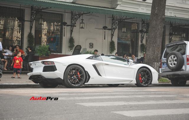 Cặp đôi Lamborghini Aventador Roadster khuấy đảo Hà Nội - Ảnh 5.