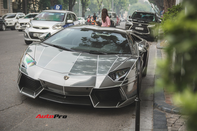 Cặp đôi Lamborghini Aventador Roadster khuấy đảo Hà Nội - Ảnh 8.