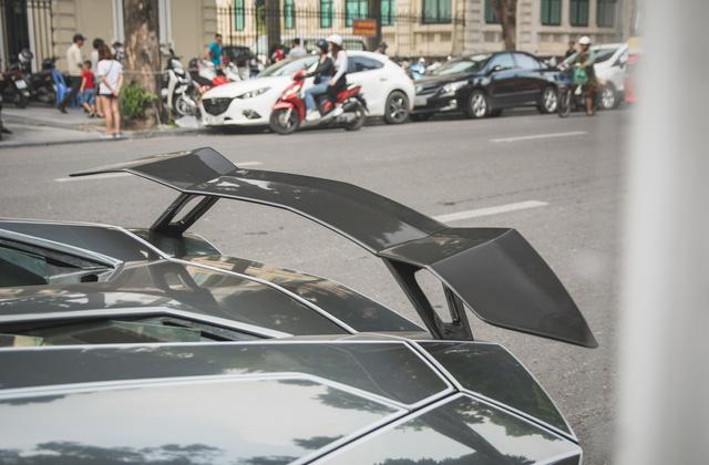 Cặp đôi Lamborghini Aventador Roadster khuấy đảo Hà Nội - Ảnh 10.