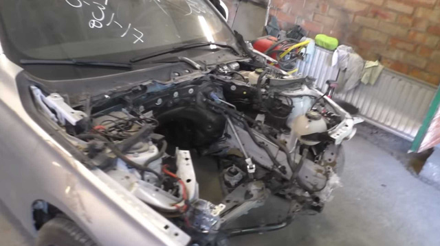 17 ngày hồi sinh BMW 3-Series từ đống sắt vụn