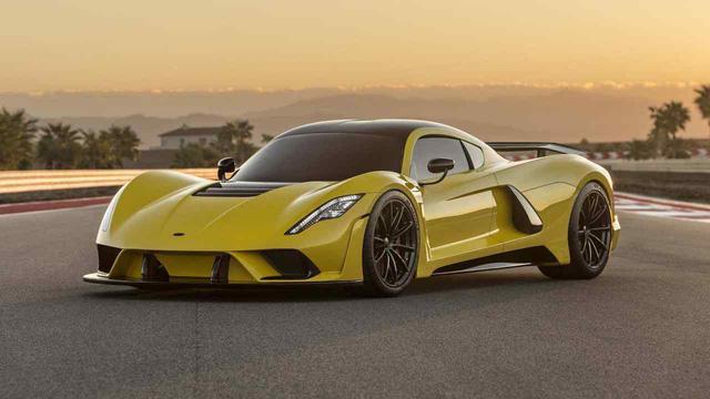 Giảm 1kg đắt hơn thêm 1 công suất: 10 dòng xe xuất sắc với khung thân thuần sợi carbon  - Ảnh 2.