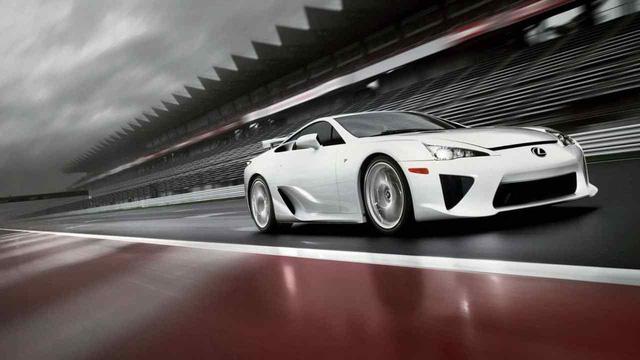 Giảm 1kg đắt hơn thêm 1 công suất: 10 dòng xe xuất sắc với khung thân thuần sợi carbon  - Ảnh 5.