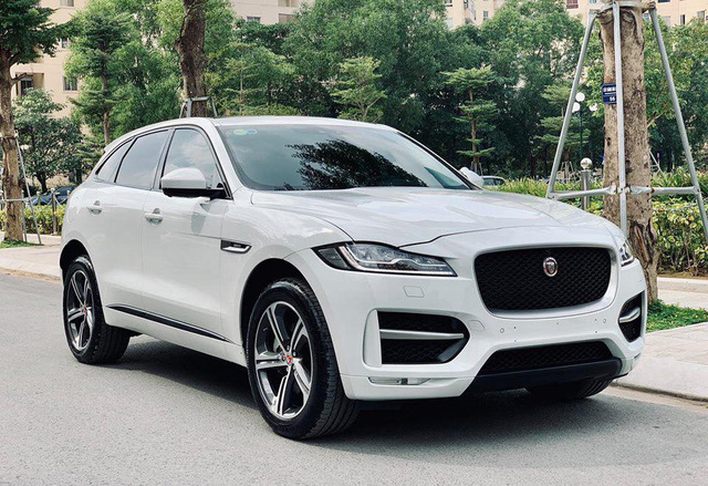 Mới lăn bánh 868 km, Jaguar F-Pace R-Sport đã bị đại gia Việt bán vội với giá trên 4 tỷ đồng - Ảnh 1.