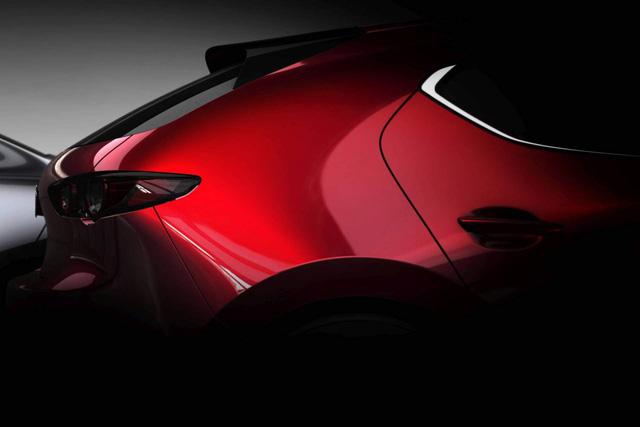 Bộ đôi Mazda3 2019 lộ diện trước ngày ra mắt - Ảnh 1.