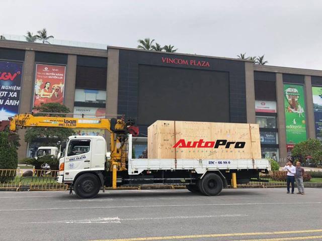 VinFast Lux SA2.0 lần đầu tiên xuất hiện tại Việt Nam - Ảnh 2.