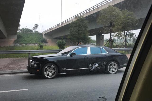 Bentley Mulsanne hàng chục tỷ đồng bị thủng sườn sau va chạm liên hoàn tại Hà Nội - Ảnh 2.