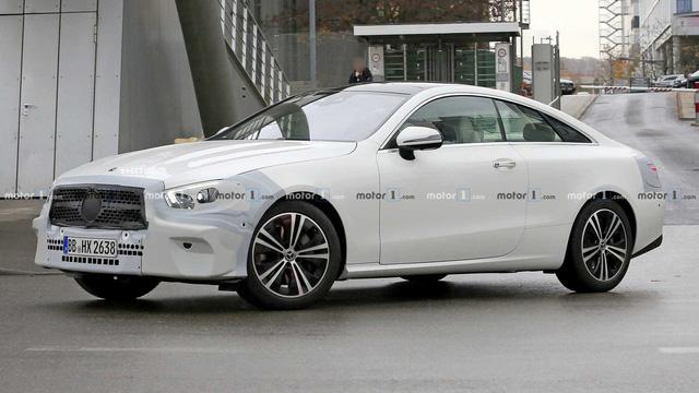Lộ diện Mercedes-Benz E-Class sedan mới chạy thử trong thời tiết khắc nghiệt - Ảnh 1.
