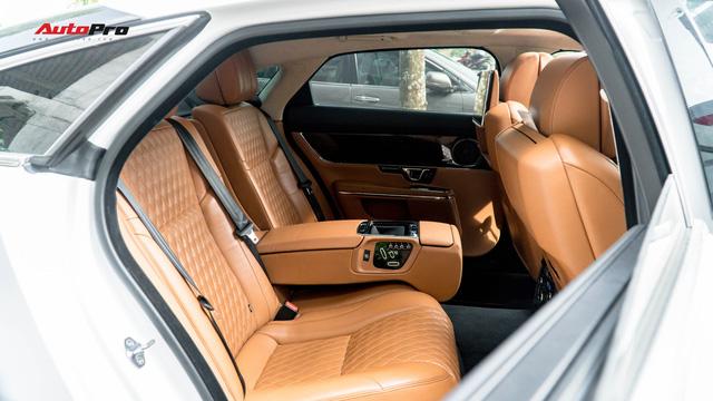 Kén khách, Jaguar XJL hạ giá hơn 1 tỷ đồng chỉ sau 20.000km để tìm chủ mới - Ảnh 12.