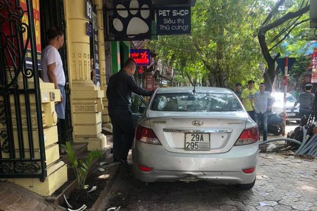 Thanh niên 15 tuổi trộm Hyundai Accent của bố đi chơi gây tai nạn liên hoàn tại Hà Nội - Ảnh 4.