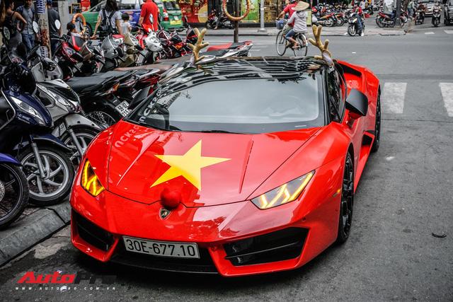 Sẵn màu đỏ, đây là cách đại gia Việt dùng Lamborghini Huracan LP580-2 đón Giáng Sinh - Ảnh 2.