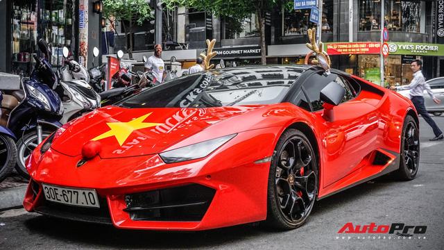 Sẵn màu đỏ, đây là cách đại gia Việt dùng Lamborghini Huracan LP580-2 đón Giáng Sinh - Ảnh 1.