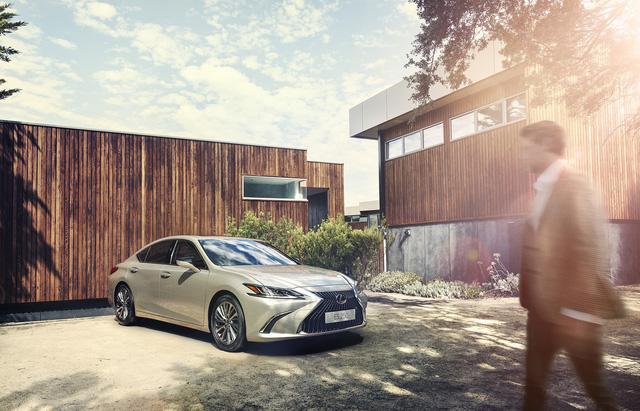 Ra mắt Lexus ES 250 giá 2,5 tỷ đồng đấu Mercedes-Benz E-Class tại Việt Nam - Ảnh 3.