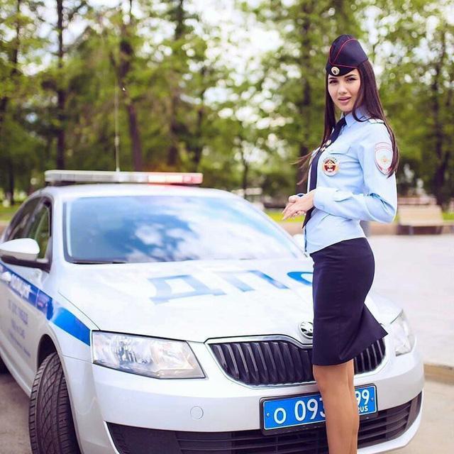Bộ ảnh nữ cảnh sát giao thông Nga xinh đẹp khiến mọi nam tài xế đều mê mẩn ngắm nhìn - Ảnh 12.