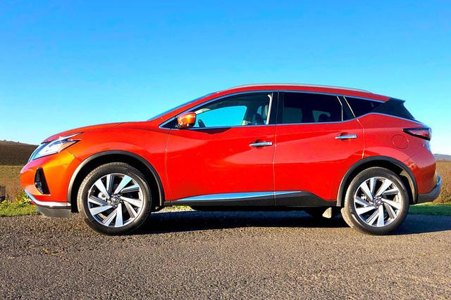 Đây là cách thử nghiệm sơn xe dị thường của Nissan: Cất mặt trời vào trong hộp cùng hàng trăm mẫu màu - Ảnh 1.